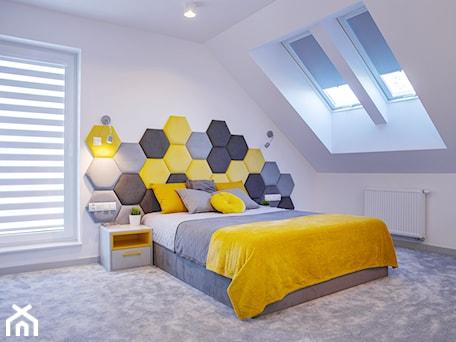 Aranżacje wnętrz - Sypialnia: Szaro żółta sypialnia z heksagonami - dekoton. Przeglądaj, dodawaj i zapisuj najlepsze zdjęcia, pomysły i inspiracje designerskie. W bazie mamy już prawie milion fotografii!