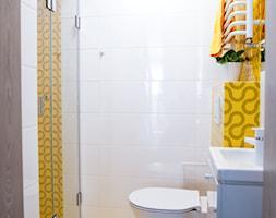 Żółty i biały w łazience - zdjęcie od dekoton - Homebook