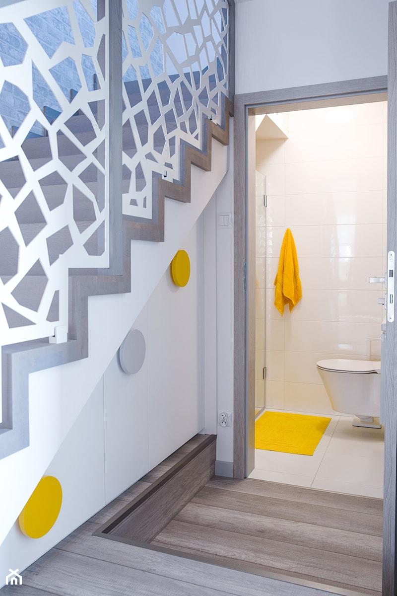 Żółty i szary w holu - zdjęcie od dekoton