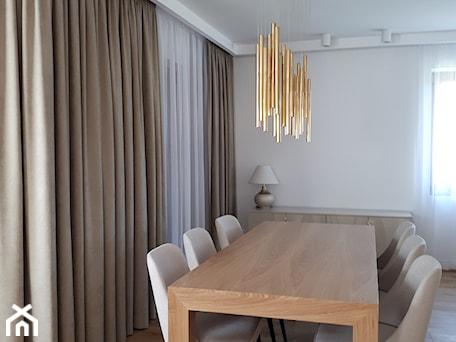 Aranżacje wnętrz - Jadalnia: złote lampy i zasłony - sw design dekoracje okien. Przeglądaj, dodawaj i zapisuj najlepsze zdjęcia, pomysły i inspiracje designerskie. W bazie mamy już prawie milion fotografii!