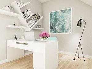 dom pod Warszawą - Małe szare biuro kącik do pracy na poddaszu, styl nowoczesny - zdjęcie od Twój Kwadrat