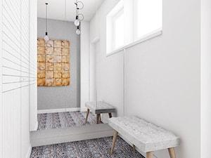 dom pod Warszawą - Mały biały szary hol / przedpokój, styl nowoczesny - zdjęcie od Twój Kwadrat
