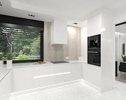 Projekt domu 2 - Średnia zamknięta biała kuchnia w kształcie litery u z oknem - zdjęcie od MalgorztaLen - Homebook