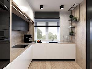 Kuchnia z drewnem na ścianie nad blatem kuchennym
