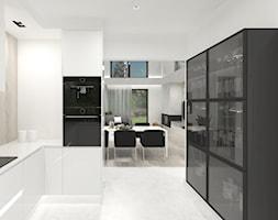 Projekt domu 2 - Średnia otwarta biała kuchnia w kształcie litery l z oknem - zdjęcie od MalgorztaLen - Homebook