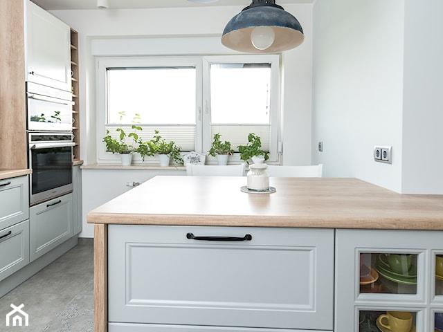 Metamorfoza wnętrz w domu jednorodzinnym( kuchnia, salon, przedpokój , łazienka)