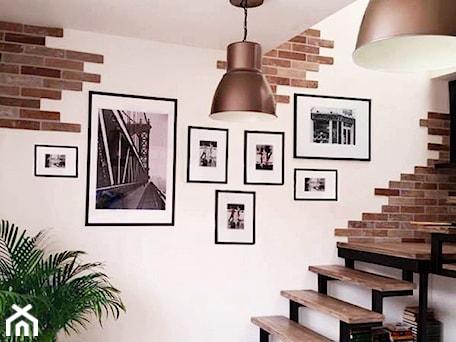 Aranżacje wnętrz - Salon: dekoracja ściany - AN Koncept Anita Niziałek. Przeglądaj, dodawaj i zapisuj najlepsze zdjęcia, pomysły i inspiracje designerskie. W bazie mamy już prawie milion fotografii!
