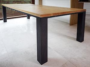 Stół z prostą krawędzią
