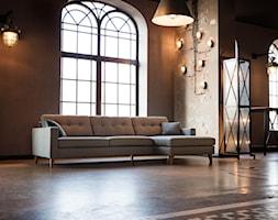 Giorgio - Duży brązowy salon z jadalnią, styl industrialny - zdjęcie od SITS