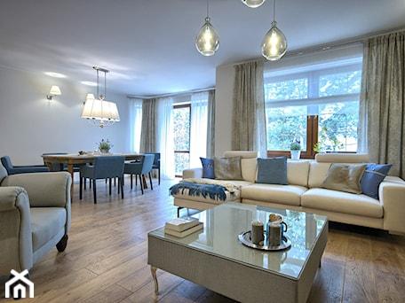 Aranżacje wnętrz - Salon: realizacja domu w Chodziezy - EWEM aranżacja wnętrz Edyta Wełnicka. Przeglądaj, dodawaj i zapisuj najlepsze zdjęcia, pomysły i inspiracje designerskie. W bazie mamy już prawie milion fotografii!