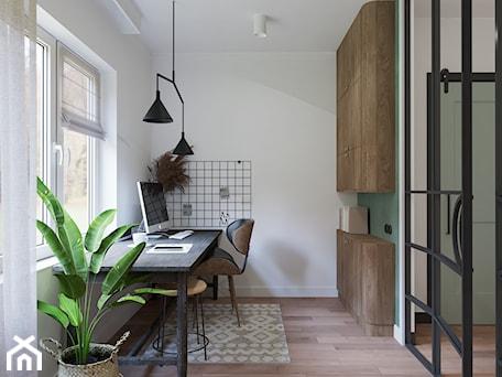 Aranżacje wnętrz - Biuro: ZIELONE mieszkanie - Biuro, styl vintage - Home Stories Interiors. Przeglądaj, dodawaj i zapisuj najlepsze zdjęcia, pomysły i inspiracje designerskie. W bazie mamy już prawie milion fotografii!