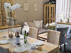 Pokój dzienny wraz z jadalnią z meblami z litego drewna - zdjęcie od Cudne Meble