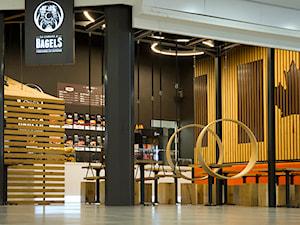 pergola oraz lamele drewniane i stoliki z huśtawkami - zdjęcie od WOODYOU Sebastian Grabarczyk