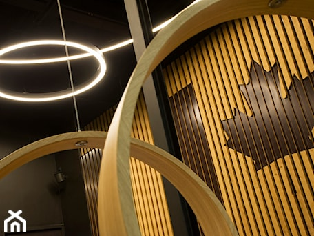 Aranżacje wnętrz - Wnętrza publiczne: panele ścienne i lamele ścienne z liściem klonowym - WOODYOU Sebastian Grabarczyk. Przeglądaj, dodawaj i zapisuj najlepsze zdjęcia, pomysły i inspiracje designerskie. W bazie mamy już prawie milion fotografii!