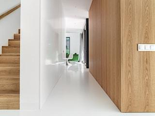 Gniazdka elektryczne i włączniki w Twoim stylu. Szkło, beton, a może naturalne drewno – co wybierzesz?