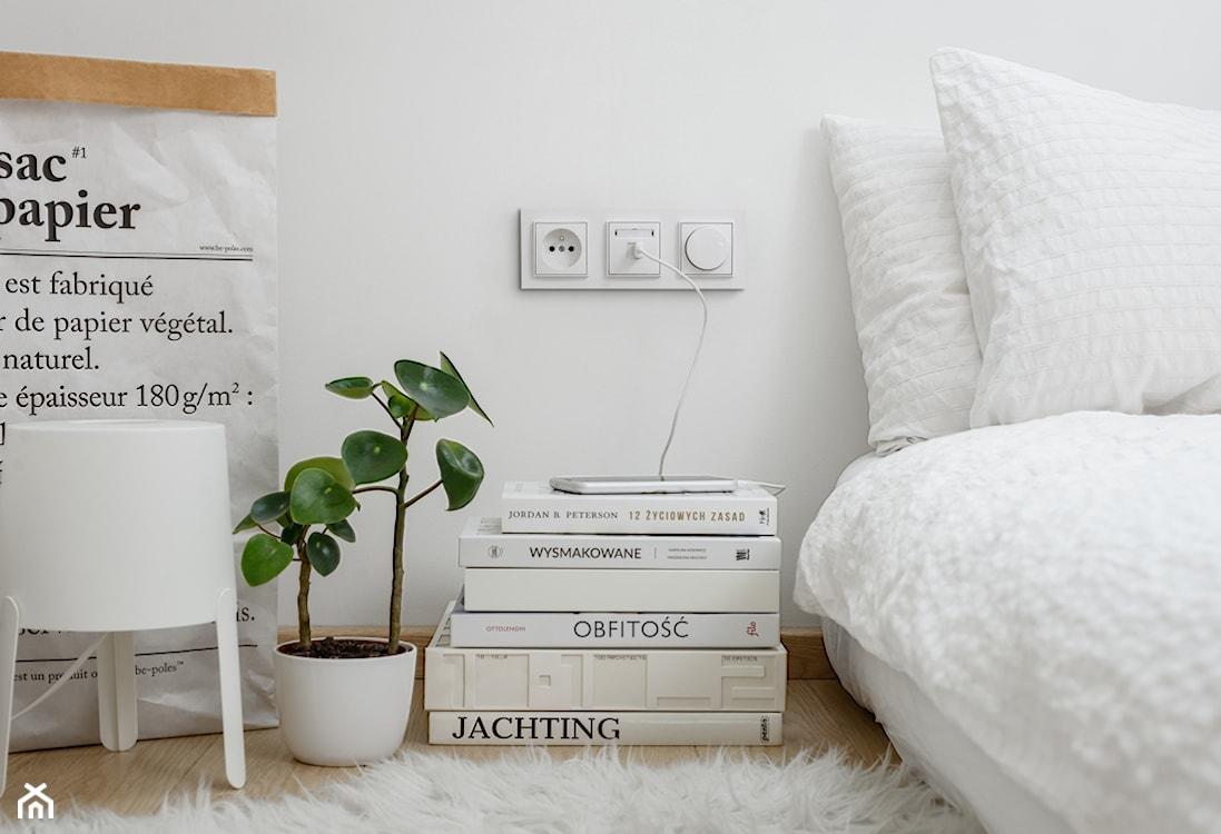 gniazdko usb przy łóżku w sypialni