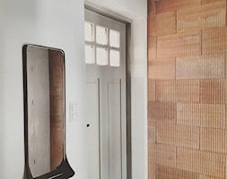 Eklektyczny dom realizacja 2021 - Hol / przedpokój, styl minimalistyczny - zdjęcie od PT8 INTERIOR DESIGN Magdalena Lech Biuro projektowania wnętrz - Homebook
