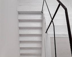 Eklektyczny dom realizacja 2021 - Schody, styl minimalistyczny - zdjęcie od PT8 INTERIOR DESIGN Magdalena Lech Biuro projektowania wnętrz - Homebook