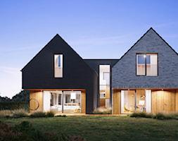 Przestronny+dom+w+r%C3%B3%C5%BCnych+kolorach+ceg%C5%82y+-+zdj%C4%99cie+od+WR+projekt