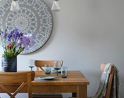 Salon ze skrzypiącą podłogą - Średnia szara jadalnia, styl industrialny - zdjęcie od Monika Design Monika Ruta-Zygiel