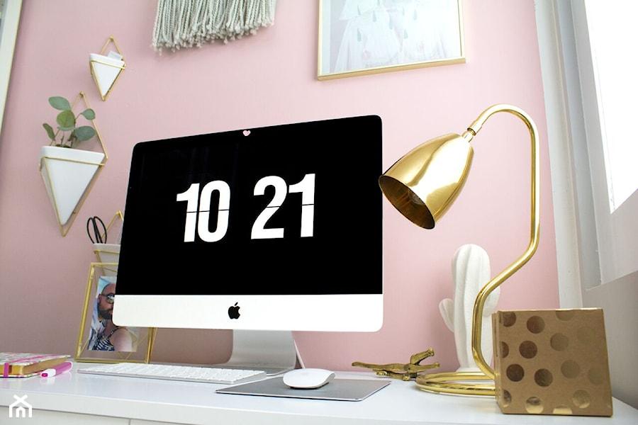 Małe różowe biuro kącik do pracy, styl nowoczesny - zdjęcie od sfmeble.pl