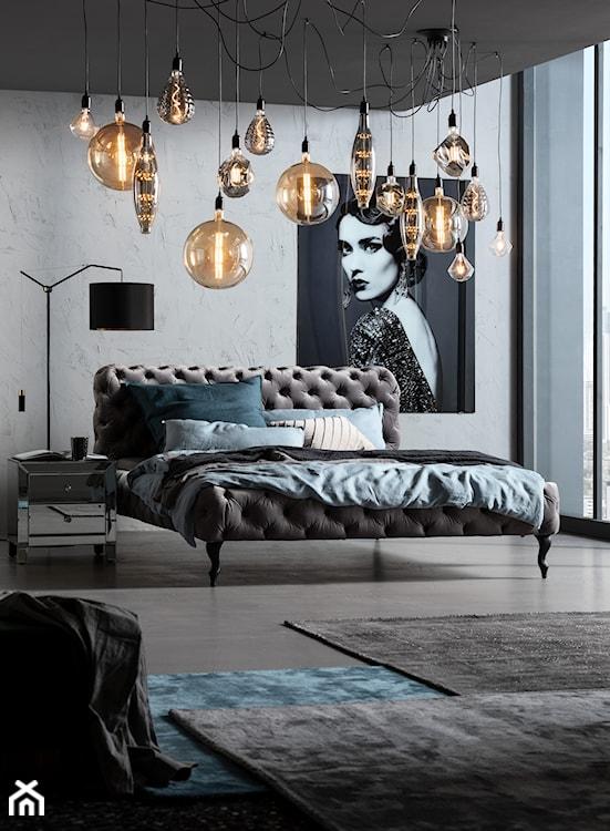 nowoczesna sypialnia z pikowanym łóżkiem