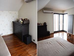 Metamorfoza sypialni - Średnia beżowa sypialnia dla gości małżeńska na poddaszu z balkonem / tarasem, styl tradycyjny - zdjęcie od sfmeble.pl