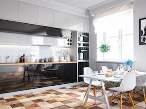 Eklektyczna kuchnia w czerni, bieli i drewnie z okapem Delico Black