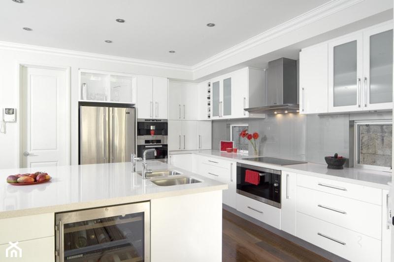 Kuchnia, styl klasyczny  zdjęcie od Okapy kuchenne