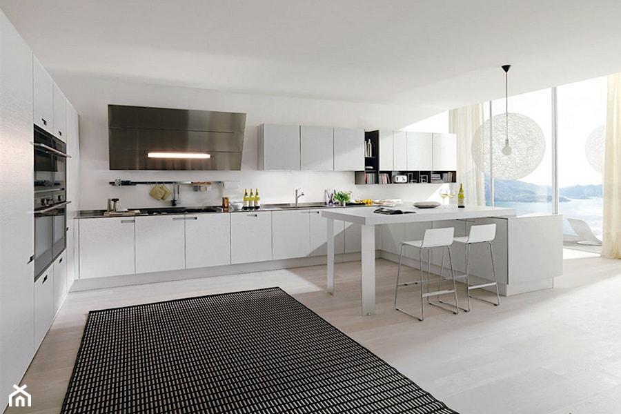 Biała Kuchnia Połączona Z Jadalnią I Salonem Zdjęcie Od