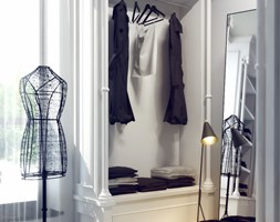 Mieszkanie - ul. Bartycka Warszawa - Mała garderoba z oknem przy sypialni, styl glamour - zdjęcie od OSOM.