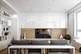 białe meble w salonie, szara sofa, drewniana ściana