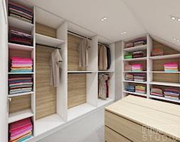 Dom w Raciborzu 2 - Średnia garderoba na poddaszu, styl skandynawski - zdjęcie od nanoSTUDIO