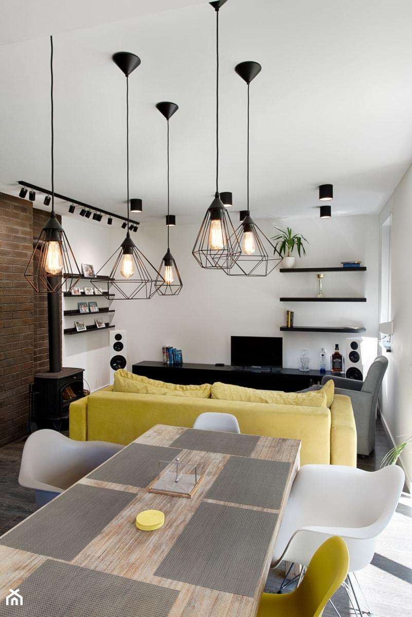 Elmo - Mały biały salon z jadalnią, styl nowoczesny - zdjęcie od Niuans projektowanie wnętrz