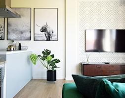Soft loft - Mały biały salon z kuchnią z jadalnią, styl skandynawski - zdjęcie od KOLORUM - Homebook