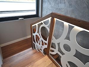 Schodo-system Schody dywanowe z balustradą wycinaną laserowo