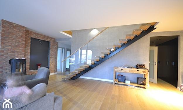 nowoczesne schody ze szklaną balustradą