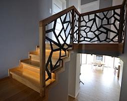 Ażurowa balustrada na schodach betronowych - zdjęcie od Schodo-System - Homebook