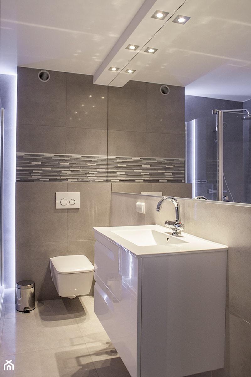 Nowoczesna łazienka W Szarościach Zdjęcie Od Glazura Tyska