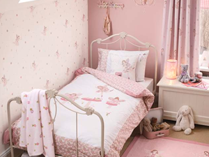 Mały pastelowy różowy pokój dziecka dla dziewczynki dla malucha - zdjęcie od Laura Ashley
