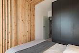montaż boazerii drewnianej