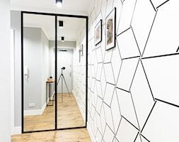 Mieszkanie z czarną kuchnią w Kaliszu - Hol / przedpokój, styl nowoczesny - zdjęcie od E Home Design - Homebook
