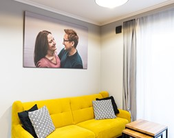 Mieszkanie z czarną kuchnią w Kaliszu - Salon, styl industrialny - zdjęcie od E Home Design - Homebook