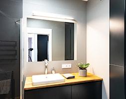 Mieszkanie z czarną kuchnią w Kaliszu - Łazienka, styl industrialny - zdjęcie od E Home Design - Homebook