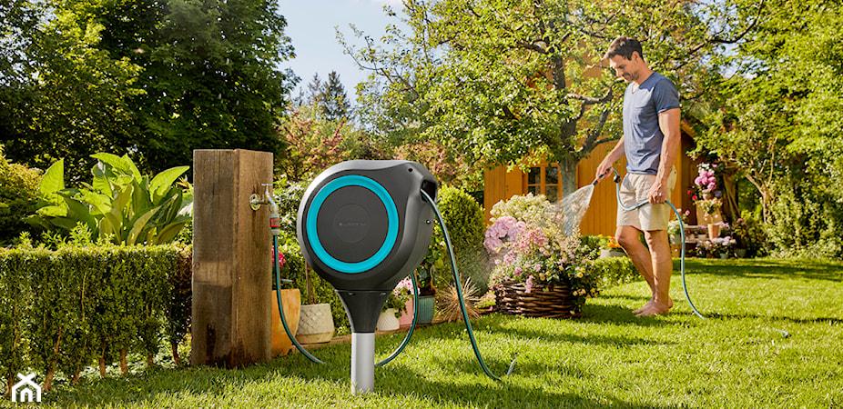 Jak podlewać ogród wygodnie i oszczędnie? Sprytne sposoby i przydatne akcesoria