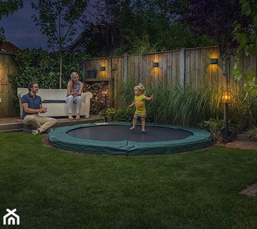 Jak oświetlić ogród i taras? 7 efektownych i praktycznych pomysłów