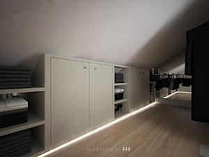 Duża zamknięta garderoba na poddaszu - zdjęcie od w n ę t r z a r k i