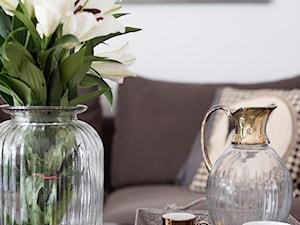 90m, Ochota, Wwa - Mały biały salon, styl glamour - zdjęcie od DZIURDZIAprojekt
