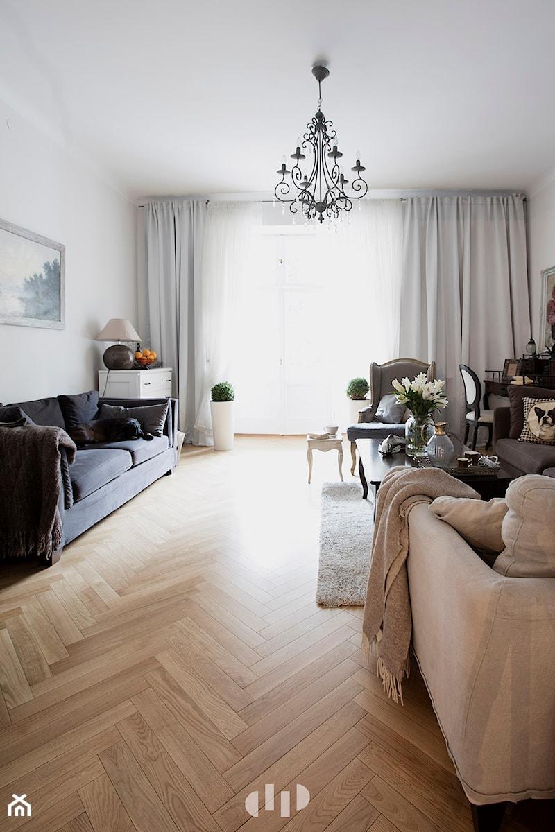 90m, Ochota, Wwa - Średni szary biały beżowy salon, styl glamour - zdjęcie od DZIURDZIAprojekt