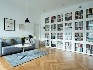 52m, Kamionek, Wwa - Średni biały salon z bibiloteczką, styl skandynawski - zdjęcie od DZIURDZIAprojekt